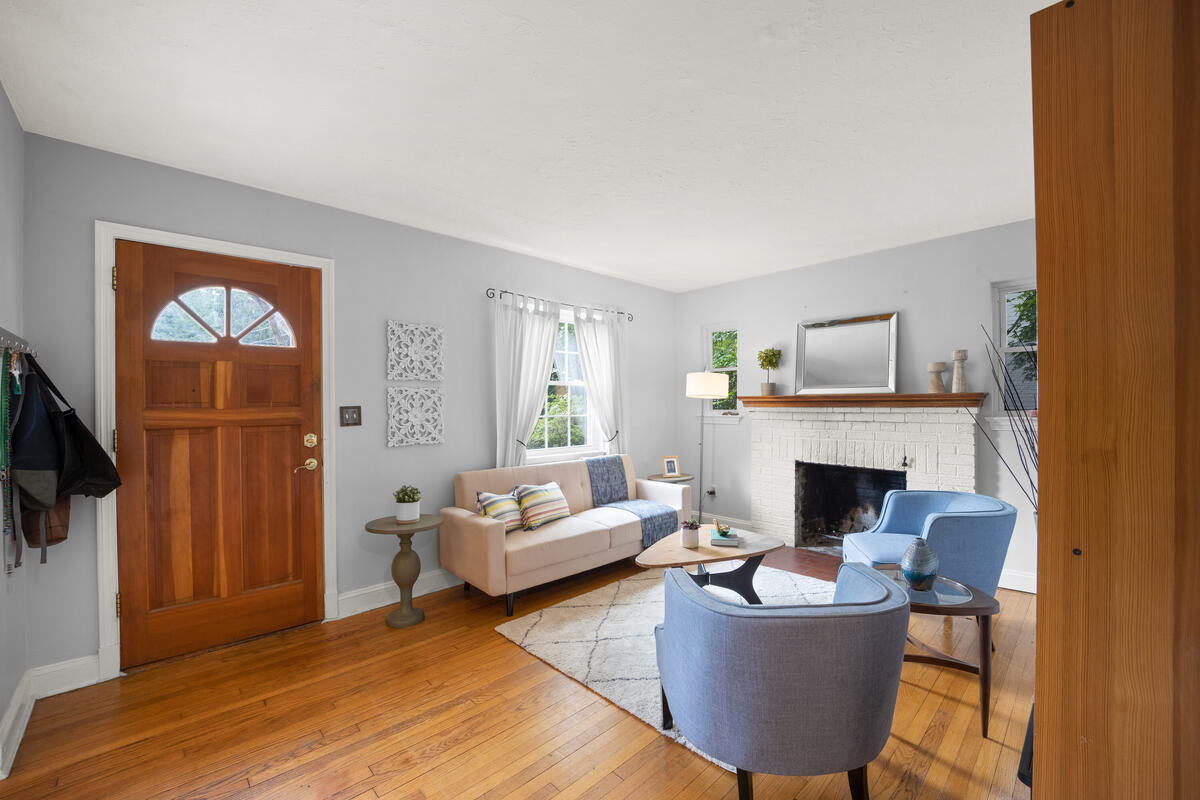9112 Providence Ave-012-022-Interior-MLS_Size