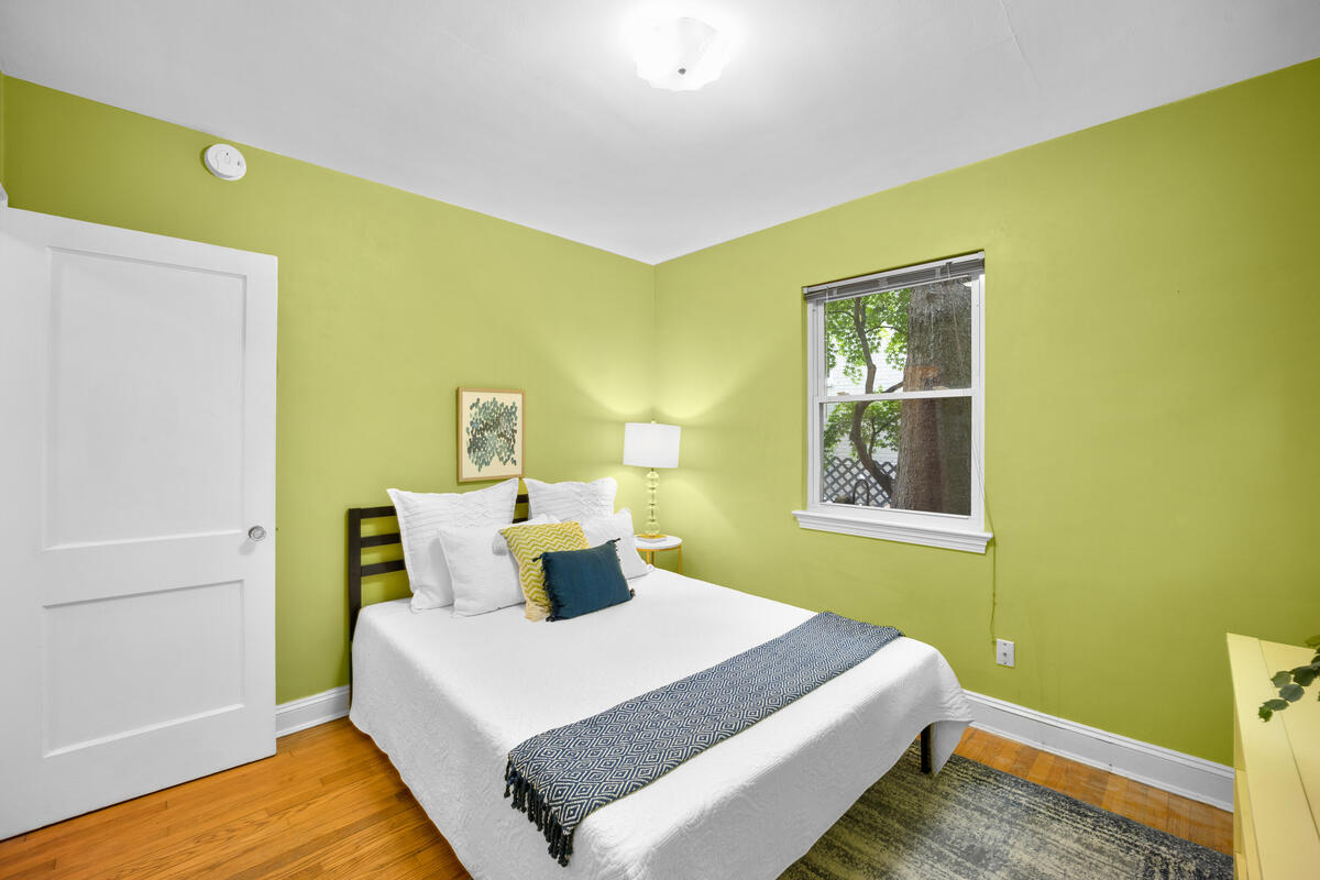 9112 Providence Ave-024-016-Interior-MLS_Size