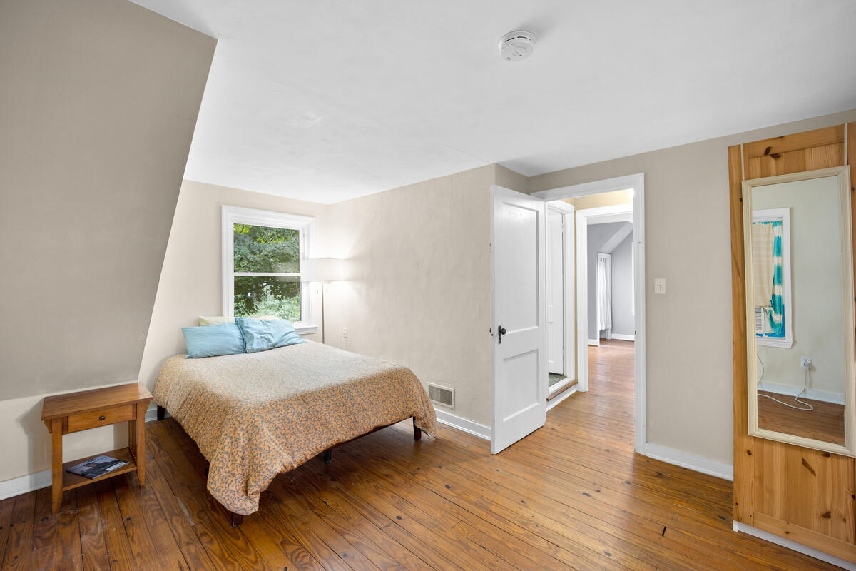 9112 Providence Ave-034-029-Interior-MLS_Size