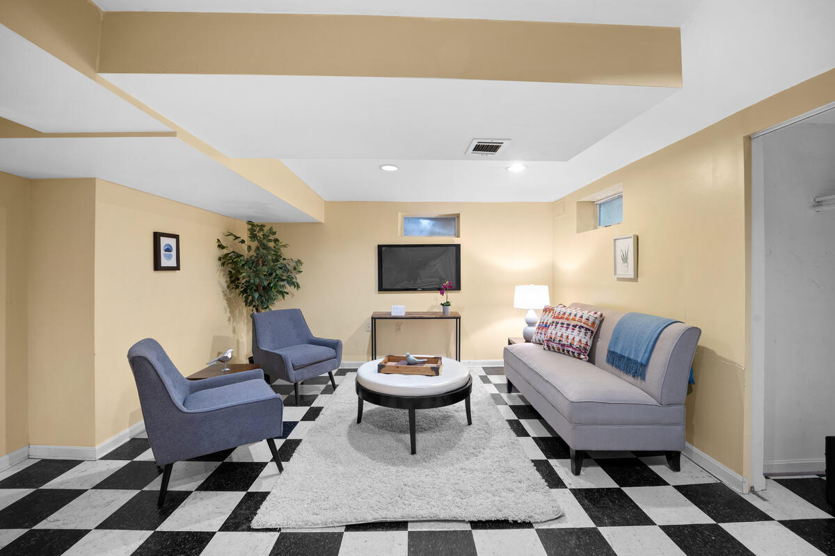 9112 Providence Ave-038-005-Interior-MLS_Size