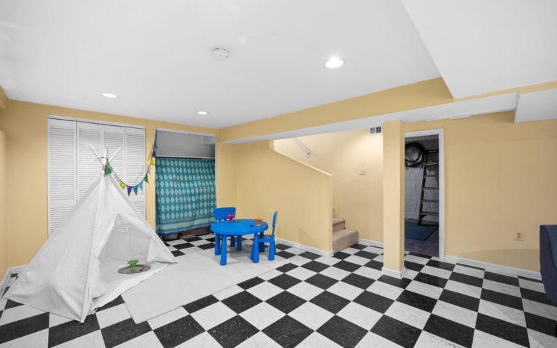 9112 Providence Ave-039-004-Interior-MLS_Size