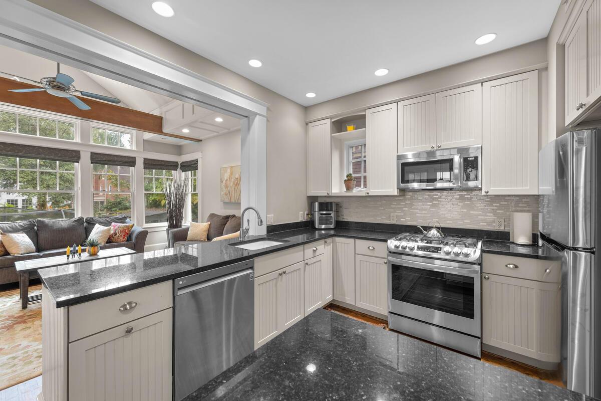 2012 Luzerne Ave-020-056-Interior-MLS_Size